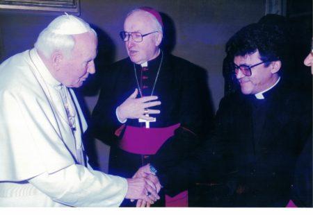A relação direta do nosso Santo Padroeiro, São João Paulo II, com nosso pároco, Padre Edvaldo Batalha